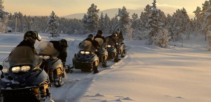 Voyage sur-mesure, Raid en motoneige au pays des caribous (débutant)