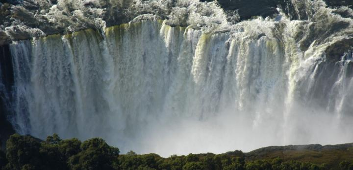 Voyage sur-mesure, Découverte et Séjour aux Chutes Victoria et safari à Chobe