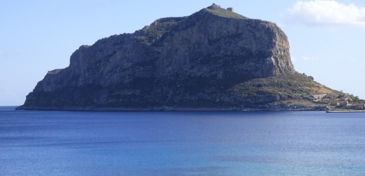 Voyage sur-mesure, Séjour dans le « Gibraltar grec »