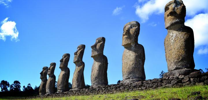 Voyage sur-mesure, Moaïs, plages, village, grottes... L'île de Pâques comme vous ne l'auriez jamais imaginée !