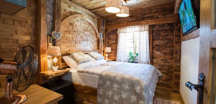Voyage sur-mesure, B&B au coeur du village de Bled, style rustique mais confortable