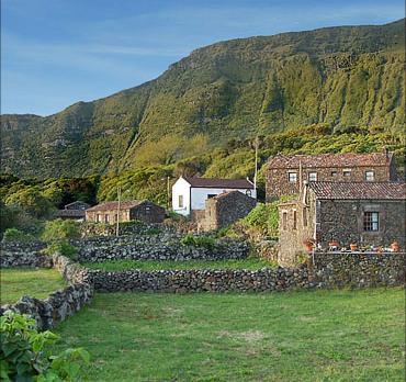 Voyage sur-mesure, Cottages en pierre de Faja Grande