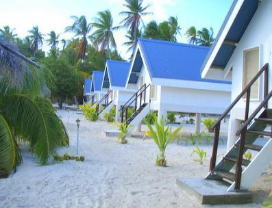 Voyage sur-mesure, Pension sur une plage de sable blanc à Makemo