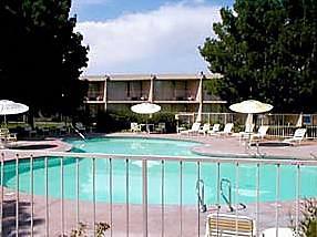 Voyage sur-mesure, Hôtel standard avec piscine