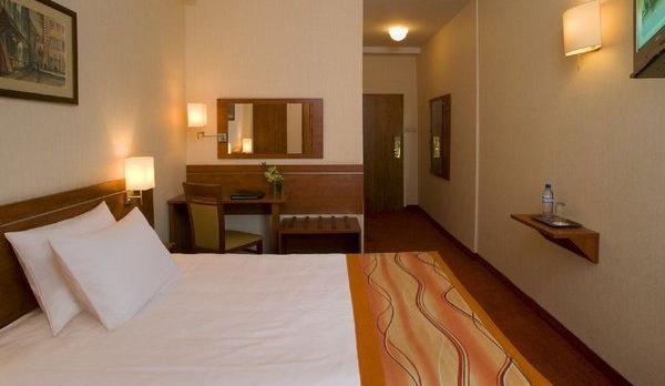 Voyage sur-mesure, Hôtel de bon confort en centre ville ***