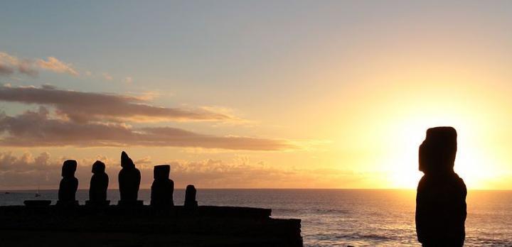 Voyage sur-mesure, Les statues d'Île de Pâques