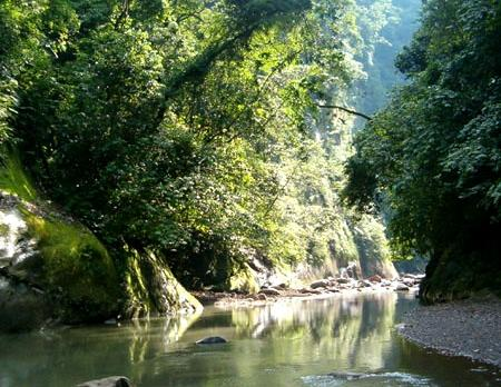 Voyage sur-mesure, Parc Amboro ~ Cabañas Laguna Verde