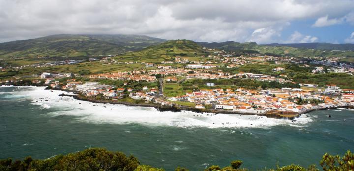 Voyage sur-mesure, 3 îles pour 3 ambiances : Terceira, Faial et Pico.