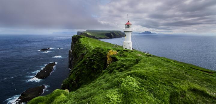 Voyage sur-mesure, Découverte des Îles Féroé en voiture, rencontres et biodiversité!