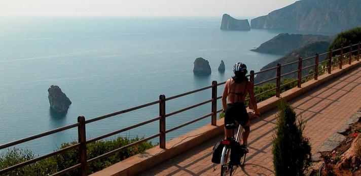 Voyage sur-mesure, Sardaigne en liberté: Combinez vélo électrique et voiture de location !