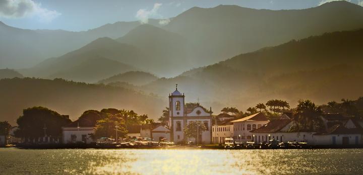 Voyage sur-mesure, De la montage à la mer : Rio, villes coloniales baroques et baie de Paraty