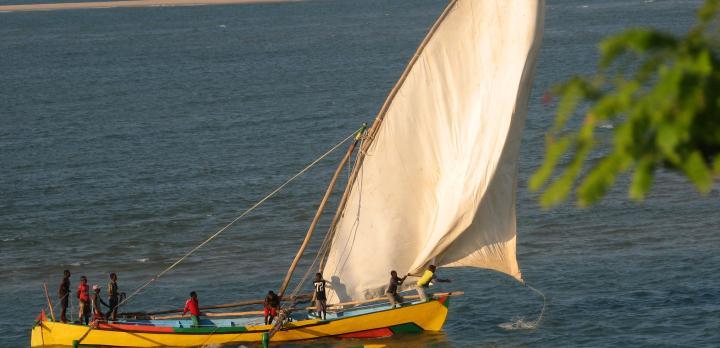 Voyage sur-mesure, Croisière en boutre ou pirogue traditionnelle autour de Nosy Be