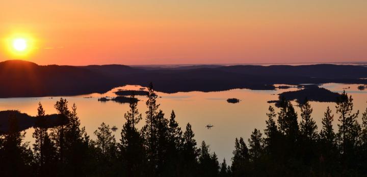 Voyage sur-mesure, Autotour à travers les grands lacs de Finlande sous le soleil de minuit