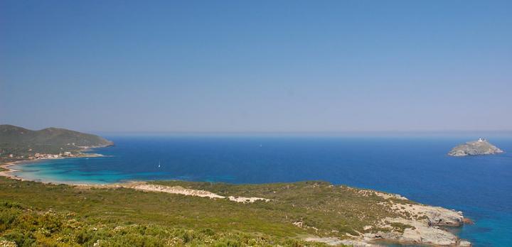 Voyage sur-mesure, Célébrer le printemps sur les sentiers qui mènent au  plus  beaux sites de Corse