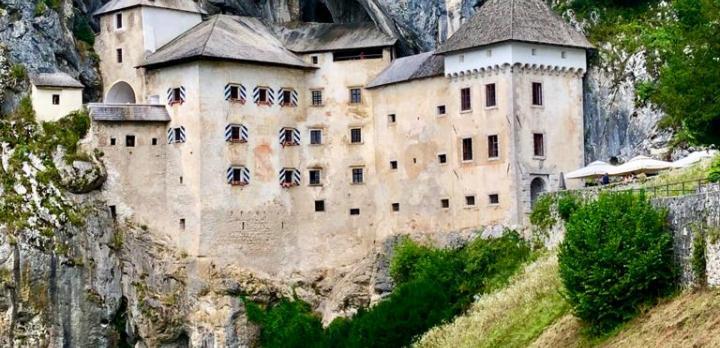 Voyage sur-mesure, Predjama Castle